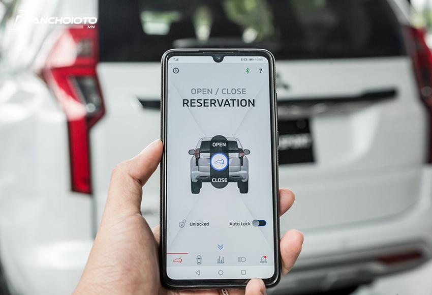 Tính năng cốp điện thông minh trên Pajero Sport 2020 cho phép người dùng chỉnh mở cốp tự động từ điện thoại
