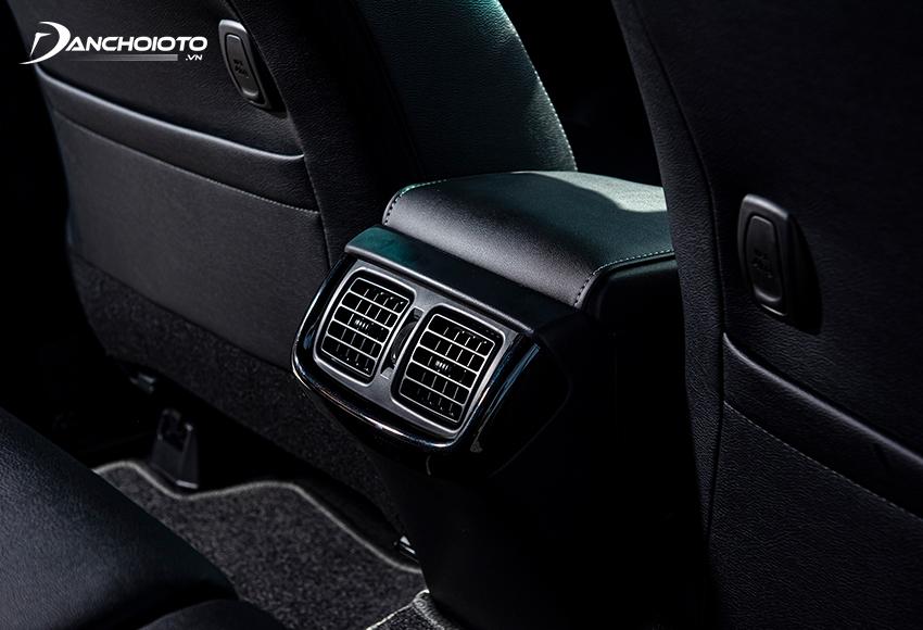 Toyota Hilux 2021 2.8G có cửa gió hàng ghế sau