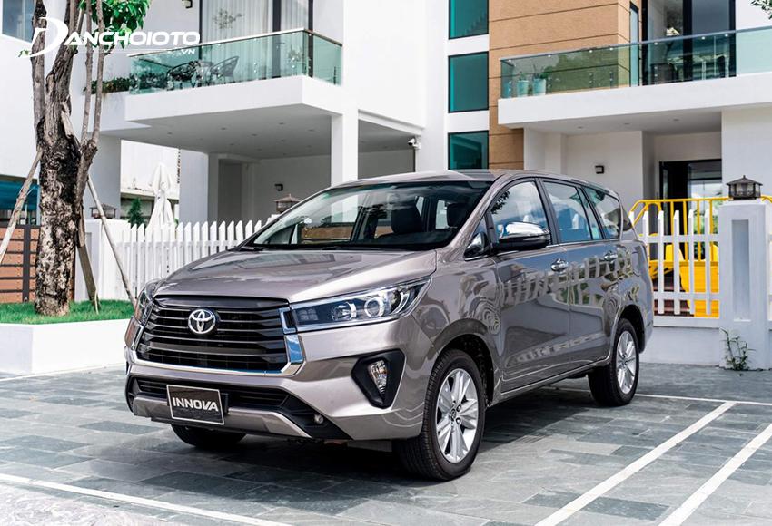 Toyota Innova có giá bán xe cao hơn Rondo khá nhiều