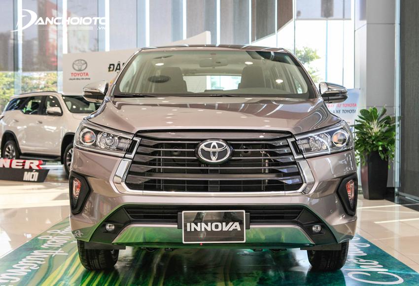 Từng chi tiết đầu xe Toyota Innova 2020 đều có sự tinh chỉnh mạnh mẽ hơn