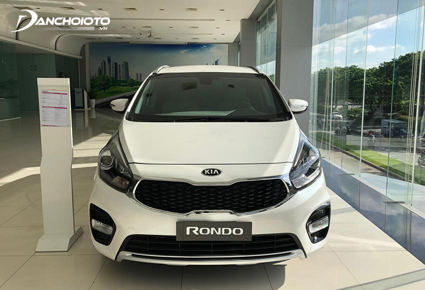 Với trang bị tiện nghi đầy đủ, phiên bản Kia Rondo 2.0 GAT được đánh giá phù hợp với xe gia đình hơn