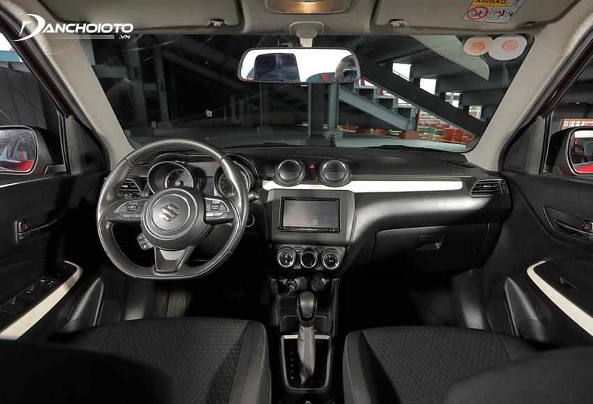 Bảng taplo Suzuki Swift 2021 có thiết kế nhìn chung chỉ ở mức cơ bản