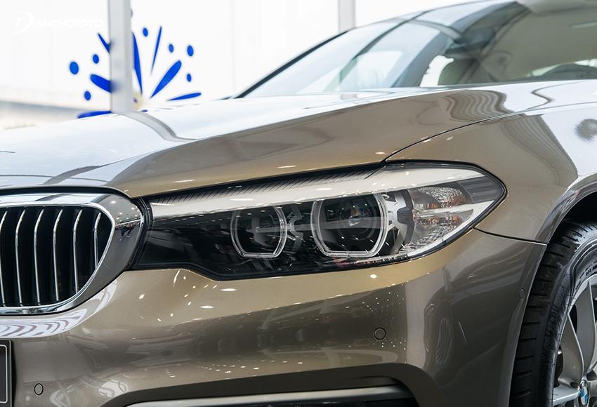 BMW 520i 2020 sử dụng hệ thống đèn LED tiêu chuẩn với điểm nhấn 2 vòng tròn LED to