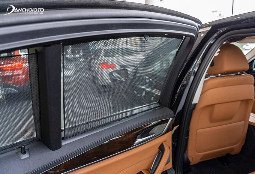 BMW 520i và 530i 2020 có rèm che nắng cửa sổ phía sau