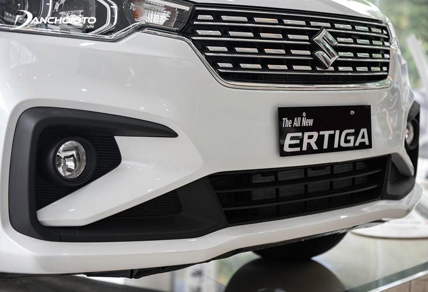 Cản dưới Suzuki Ertiga 2021 được tạo hình khá hầm hố và thể thao