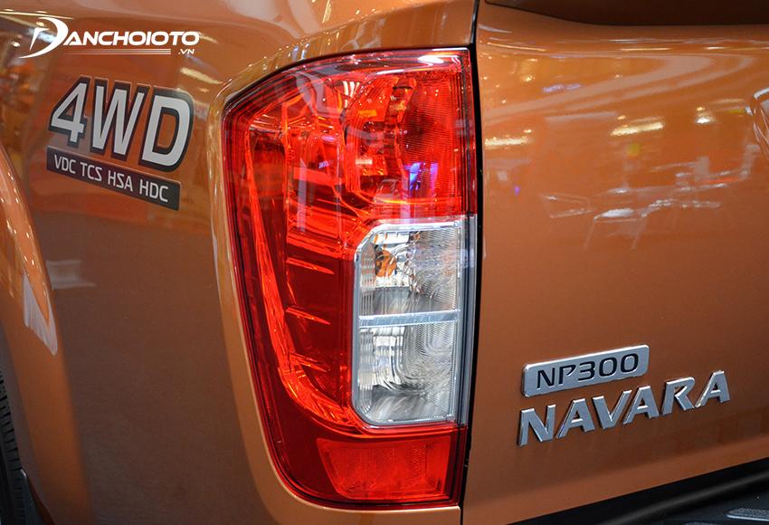 Cụm đèn hậu Nissan Navara chỉ dùng loại thường, không có dải LED