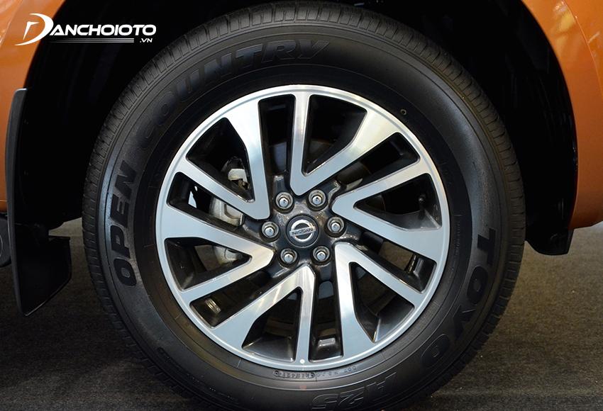 """""""Dàn chân"""" Nissan Navara bề thế khi sử dụng mâm 18 inch"""