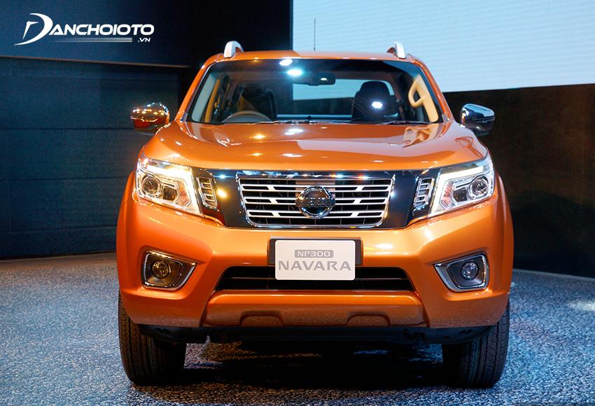Đầu xe Nissan Navara 2020 nổi bật với nhiều chi tiết mạ chrome