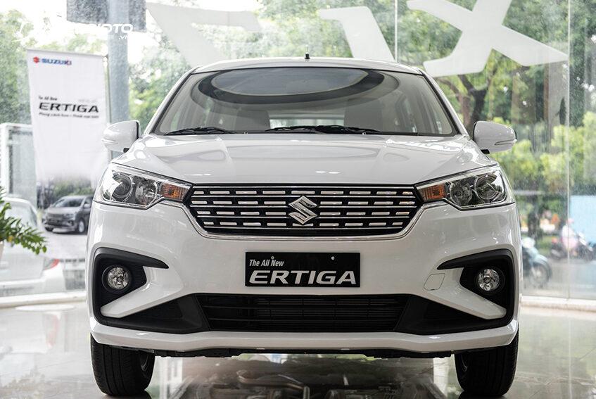 Đầu xe Suzuki Ertiga 2021 bề thế và nổi bật với lưới tản nhiệt kim cương mạ chrome sáng bóng