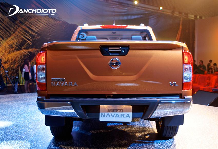 Đuôi xe Nissan Navara 2020 cũng rất nam tính