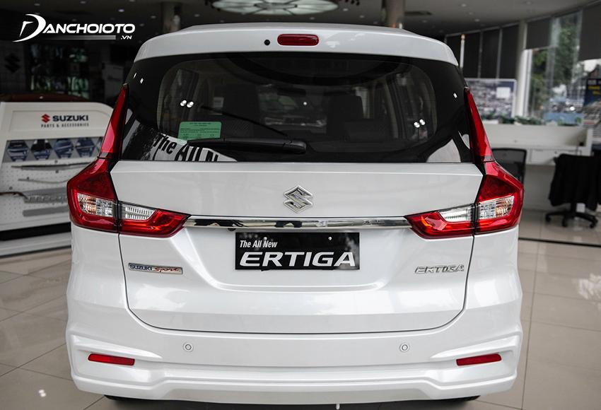 Đuôi xe Suzuki Ertiga 2021 ôm ở phần trên và hơi phình ra ở phần dưới
