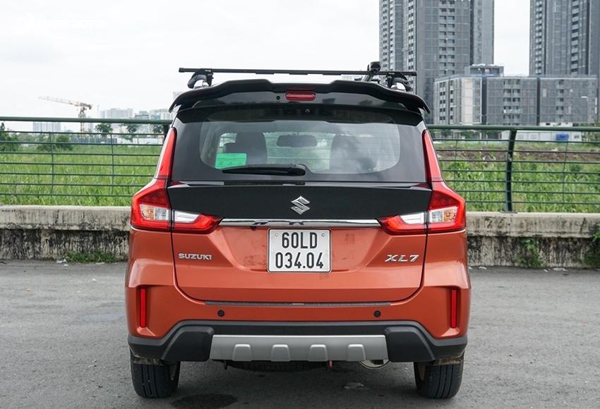 Đuôi xe Suzuki XL7 2020 cũng duy trì các đường nét thiết kế tổng thể tương tự với Ertiga