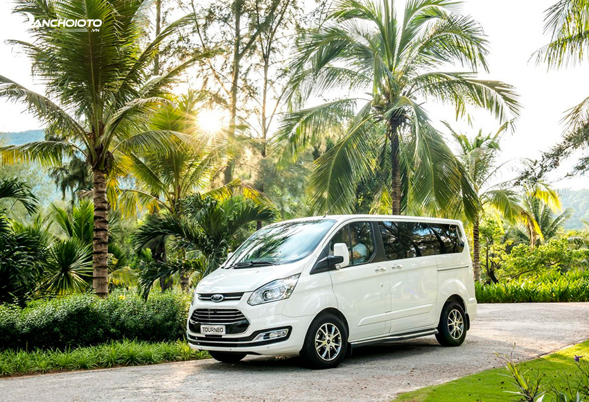 Giá xe 7 chỗ Ford Tourneo từ 999 triệu – 1,069 tỷ đồng