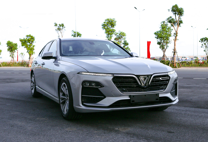Giá xe sedan 5 chỗ VinFast Lux A2.0 từ 928 triệu - 1,131 tỷ đồng