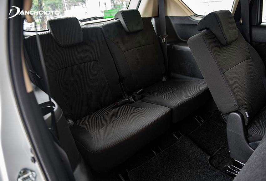 Hàng ghế thứ 3 trên Suzuki Ertiga thực sự lý tưởng so với kích thước xe