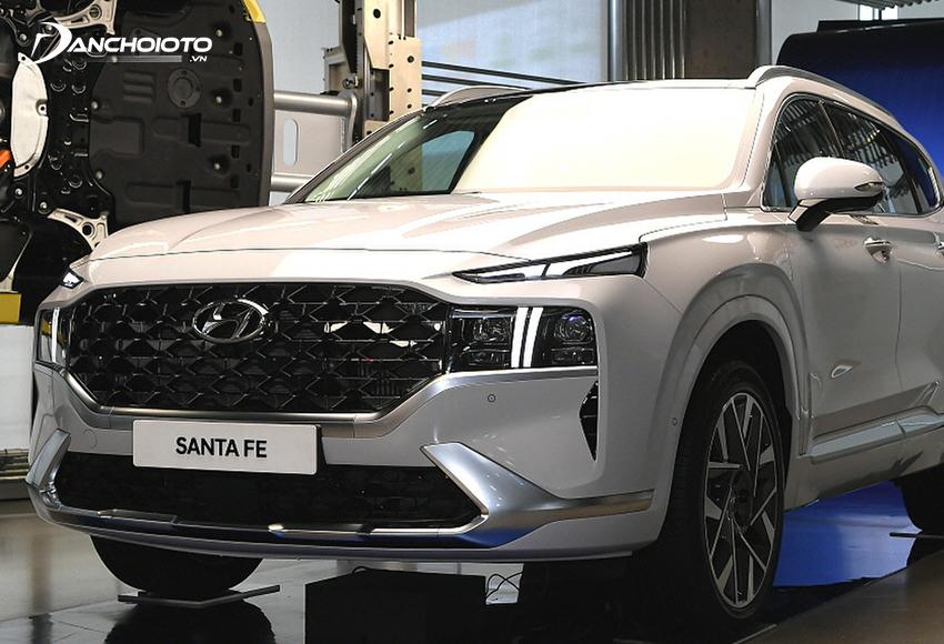 Hyundai SantaFe là một mẫu CUV 7 chỗ hạng trung