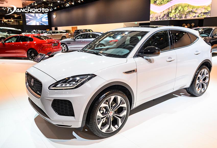 Jaguar F-Pace là một mẫu xe oto SUV hiệu suất cao 7 chỗ