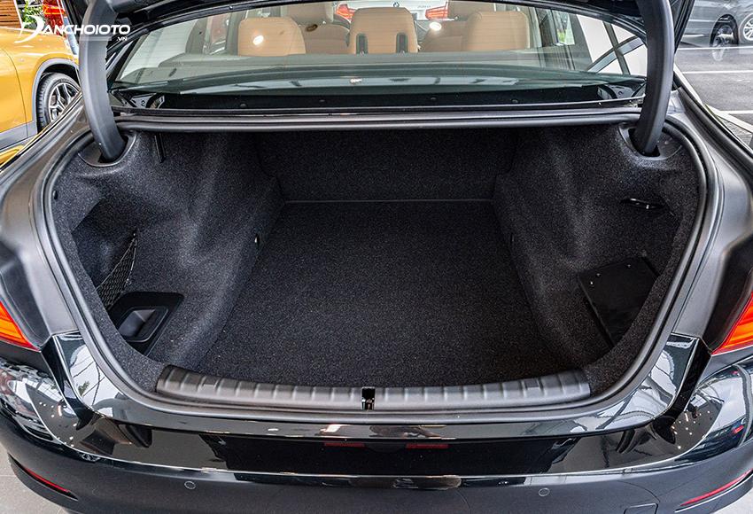 Khoang hành lý BMW 5 Series 2020 có dung tích lên đến 550 lít