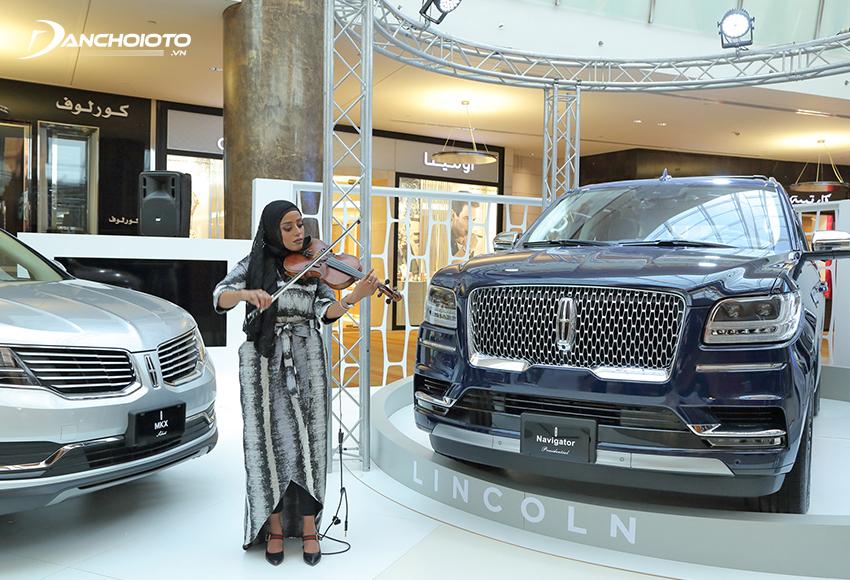 Lincoln là một thương hiệu xe hạng sang của Ford, cạnh tranh quyết liệt với Cadillac