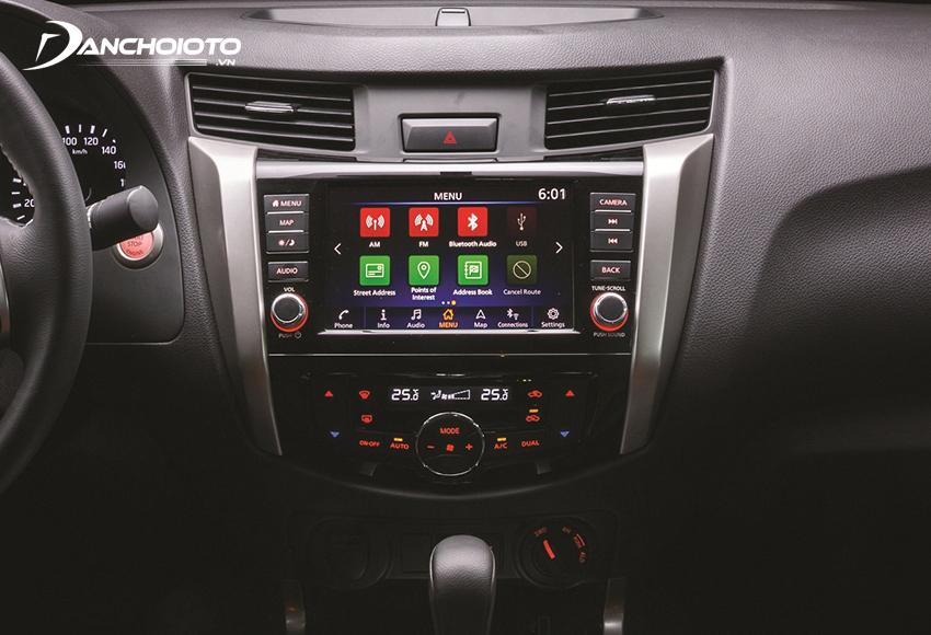 Nissan Navara 2020 được trang bị màn hình cảm ứng 8 inch, tích hợp Apple CarPlay/Android Auto