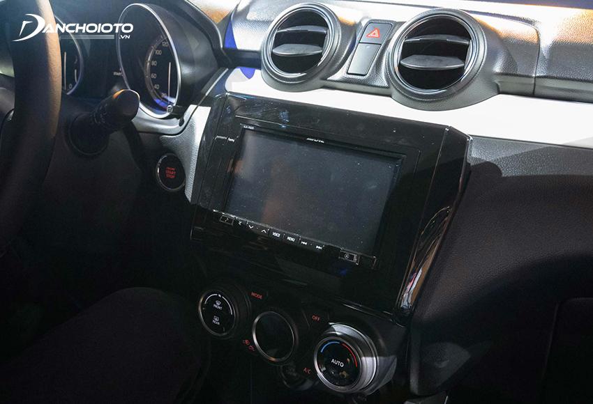Suzuki Swift GLX được trang bị màn hình trung tâm cảm ứng 7 inch