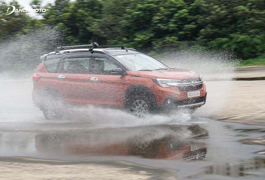 Suzuki XL7 được thiết kế theo phong cách cứng cáp, vững chắc kiểu SUV