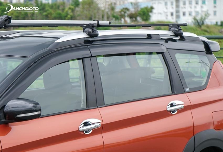 Trần xe XL7 2020 có thanh giá nóc vừa tiện dụng, vừa khoẻ khoắn