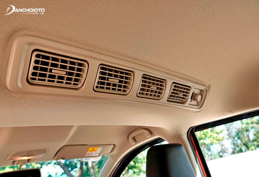 XL7 có 4 cửa gió điều hoà cho hàng ghế sau
