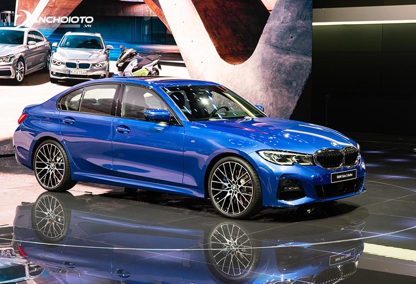 BMW 3 Series hấp dẫn với chất thể thao mạnh mẽ khi so với các xe sedan hạng E khác