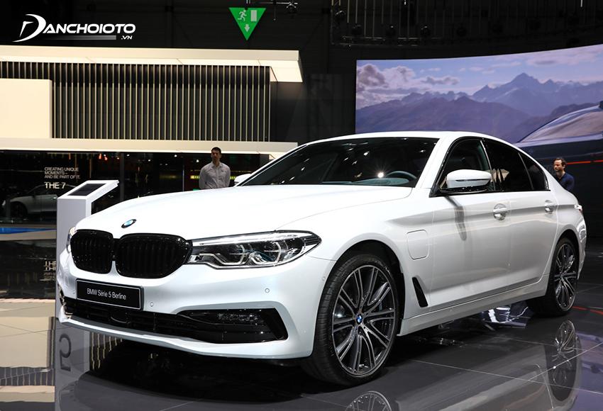 BMW 5 Series là một mẫu xe sedan hạng sang cỡ trung mang đậm chất thể thao