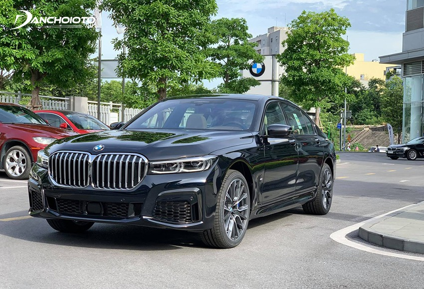 BMW 7 Series thuộc phân khúc sedan hạng sang cỡ lớn