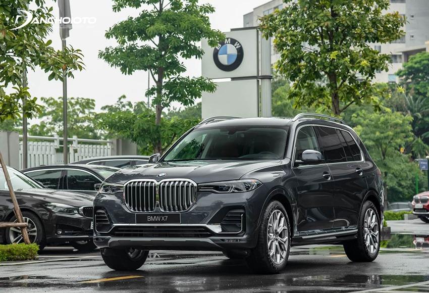 BMW X7 thuộc phân khúc 7 chỗ cỡ lớn