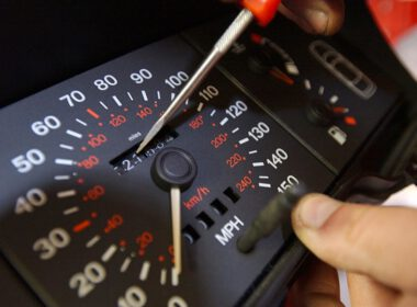 Cách nhận biết xe bị tua công tơ mét