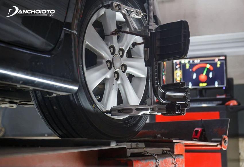 Cân chỉnh thước lái là điều chỉnh lại các góc đặt bánh xe