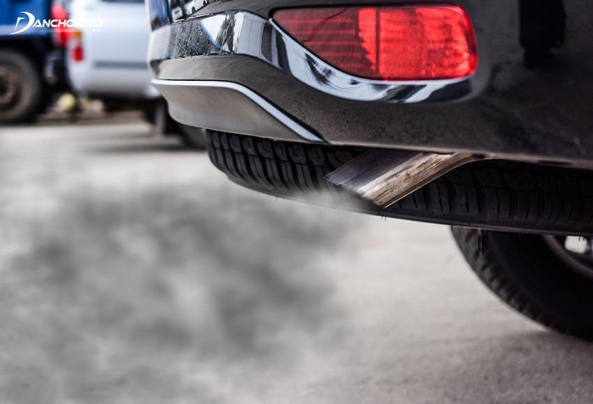 Cần quan sát kỹ màu khí xả khi kiểm tra xe ô tô cũ