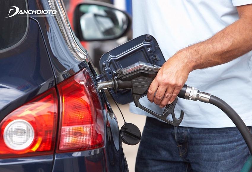 Chi phí xăng dầu sẽ tuỳ thuộc vào loại xe và quãng đường ô tô di chuyển