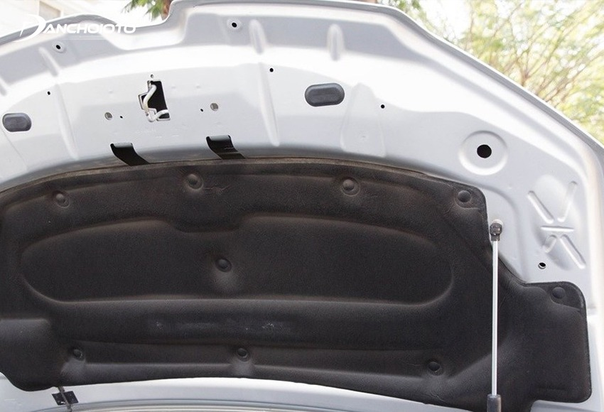Để kiểm tra xe tai nạn nên quan sát kỹ mép cạnh nắp capo
