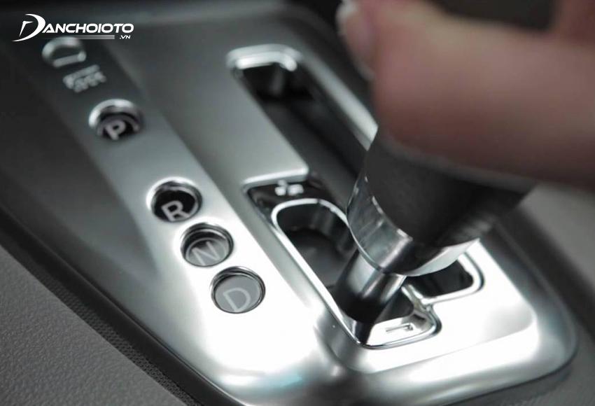 Để xe di chuyển về phía trước cần chuyển cần số về vị trí D (Drive – số tiến)