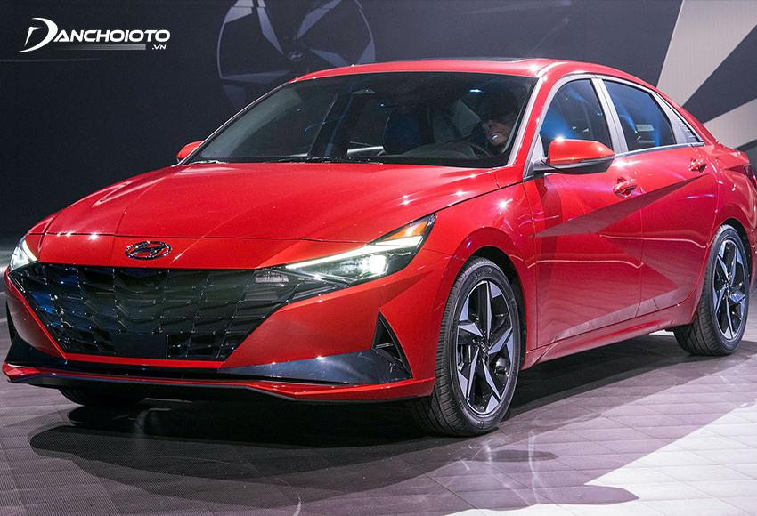 Hyundai Elantra sở hữu thiết kế sắc sảo, ấn tượng trong phân khúc sedan hạng C