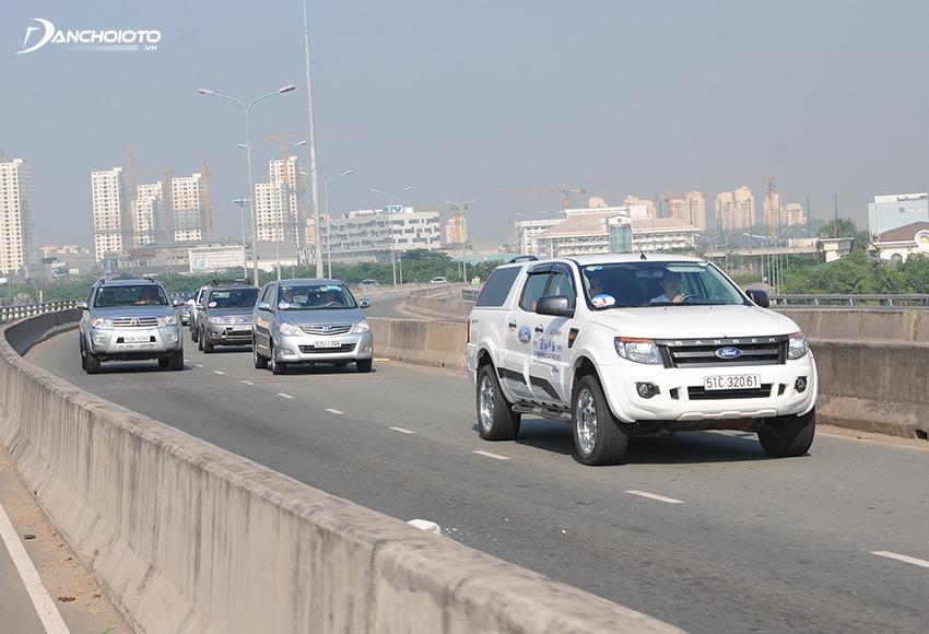 Khi lái thử ô tô cũ nên cố gắng lái thử trên nhiều loại đường, loại địa hình nhất có thể