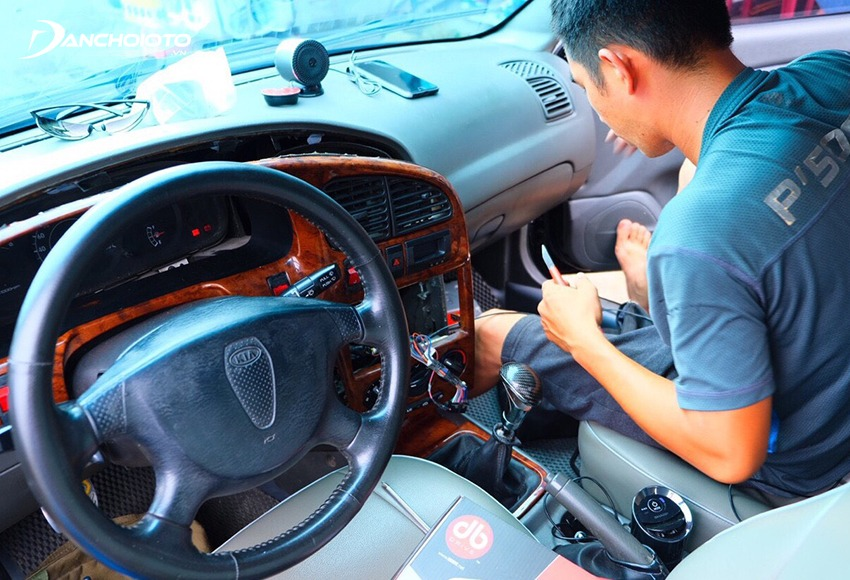When renewing old cars, it is definitely indispensable to refurbish the car's interior