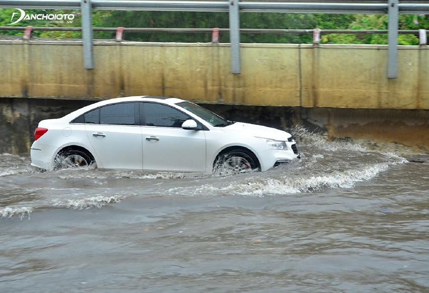 Không nên mua xe ô ô cũ từng bị thuỷ kích, ngập nước