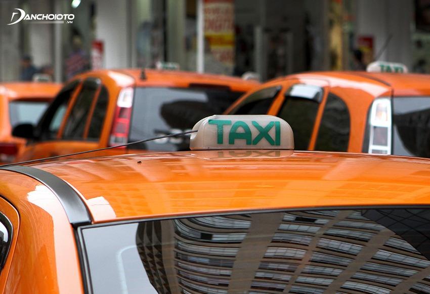 Kiểm tra kỹ màu sơn ở vị trí đặt mão taxi