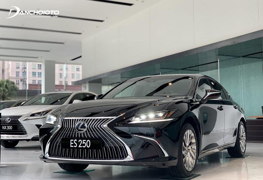 Lexus ES là mẫu xe thuộc phân khúc sedan hạng sang cỡ trung