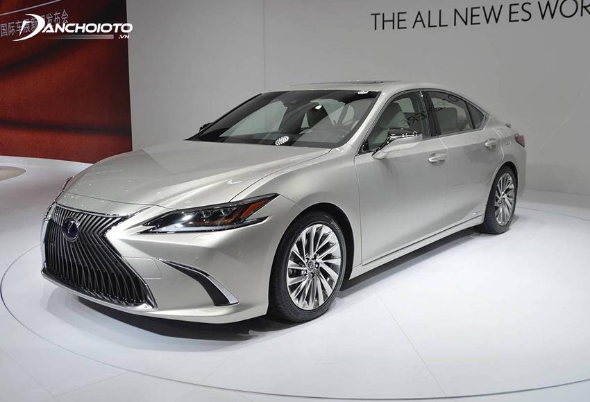 Lexus ES là một mẫu xe sedan hạng sang cỡ vừa sang trọng và lịch lãm