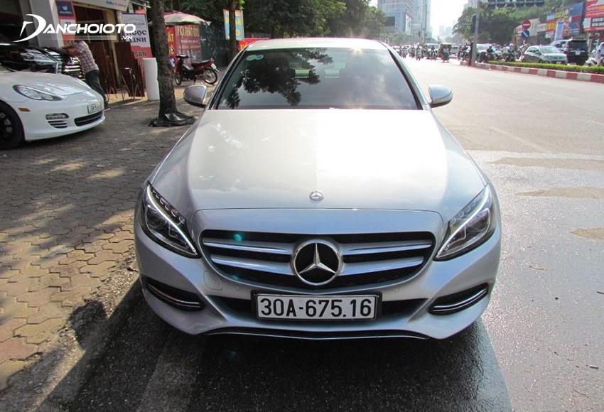"""Mercedes C-Class là mẫu xe sang """"bình dân"""" được đánh giá lành tính cao"""