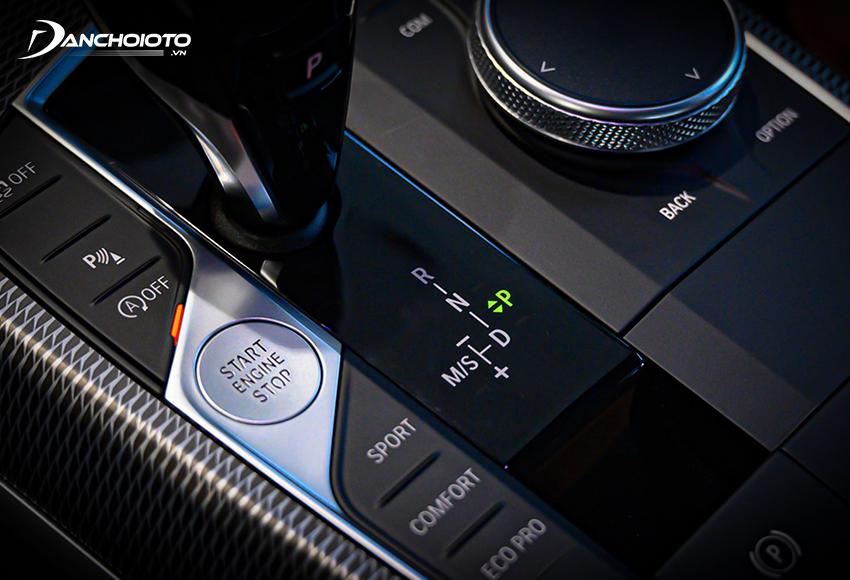 Ở các dòng xe mới thường, chế động số tay thường có ký hiệu +/-