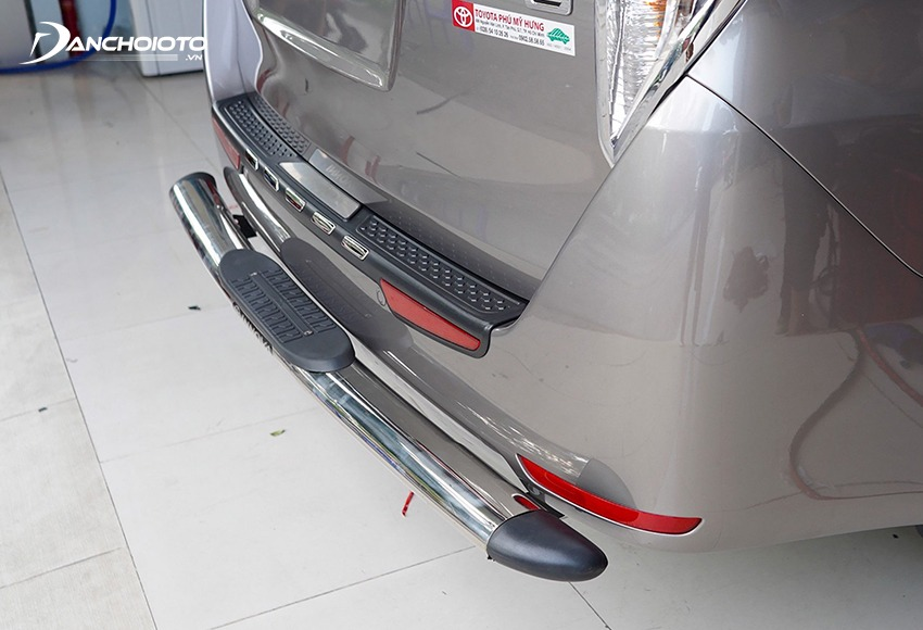 The bumper is very easy to damage when the car is struck or struck, so it is often renewed