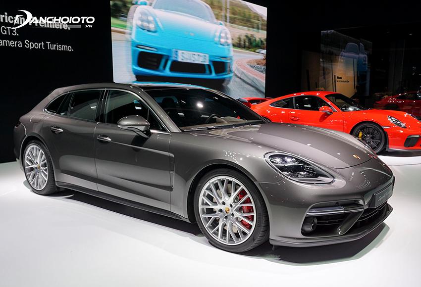 Porsche Panamera là là một mẫu sedan thể thao hạng sang cỡ lớn của hãng Porsche