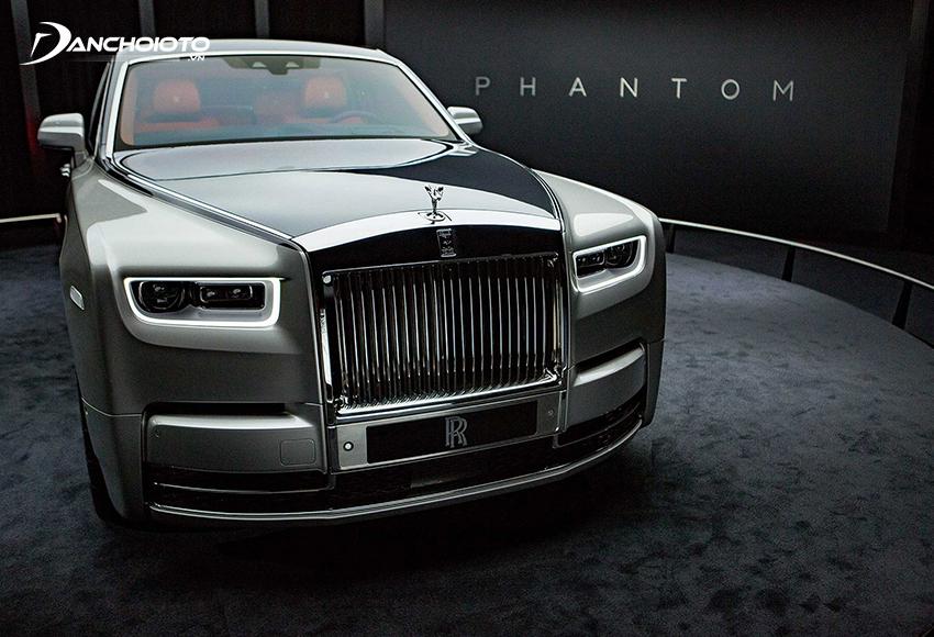 Rolls-Royce Phantom là một mẫu xe sedan siêu sang cao cấp nhất của hãng Rolls-Royce